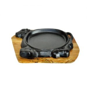 Cast Iron Sizzler Dish with Woodea Tray and Lifting Handle